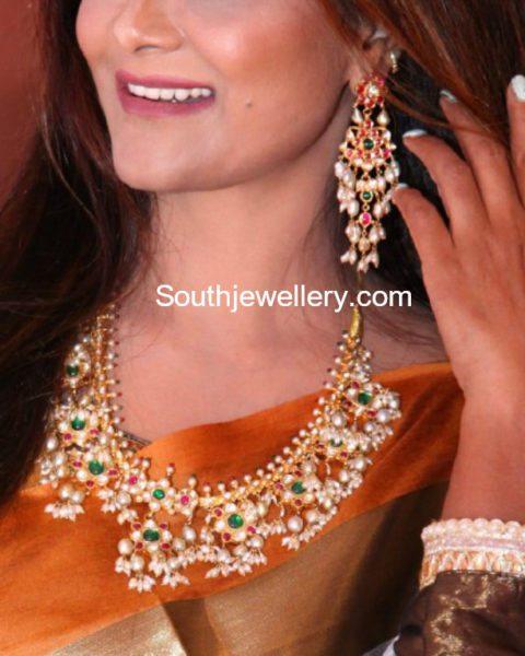 guttapusalu necklace and earrings