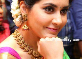 raashi khanna gold jewellery