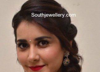 raashi khanna diamond necklace