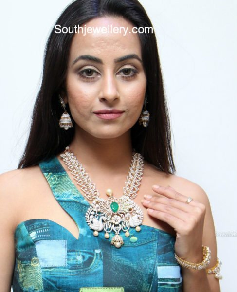 diamond necklace haram