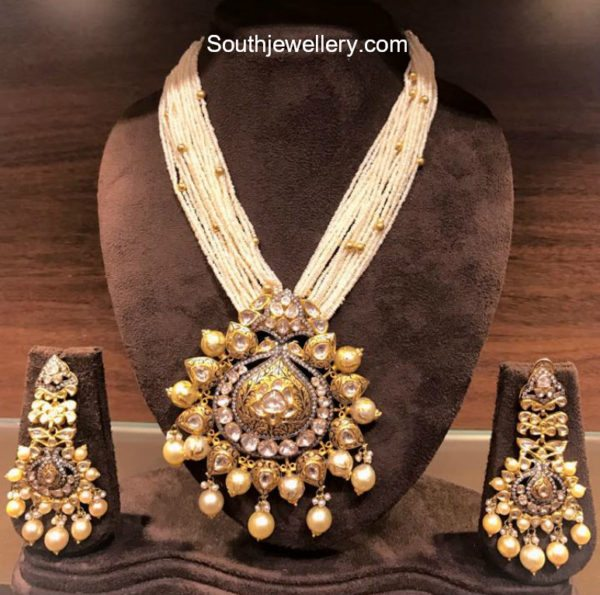 multistring pearls haram with gold pendant