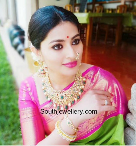 actress sneha kundan necklace