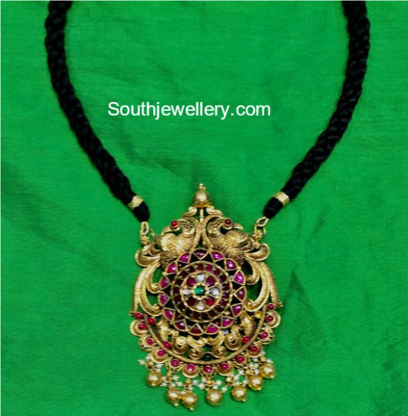 Simple Black dori Necklace with Kundan Pendant