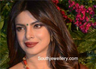 priyanka chopra gold necklace