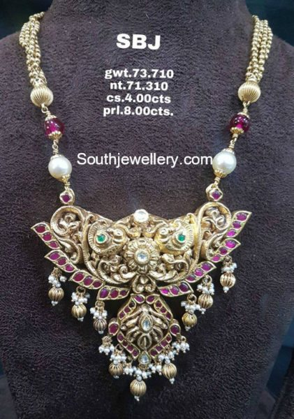 gold chain with nakshi pendant