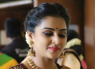 ramya nambeesan jewellery at bhavana wedding