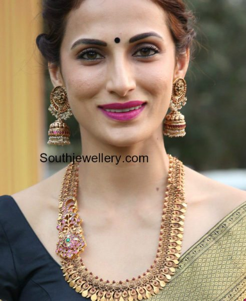 Shilpa Reddy in antique gold haram and jhumkas