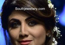shilpa shetty in diamond emerald choker