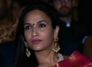 soundarya rajnikanth pearl necklace