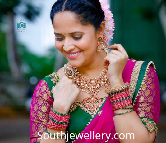 anasuya jabardast gold jewellery
