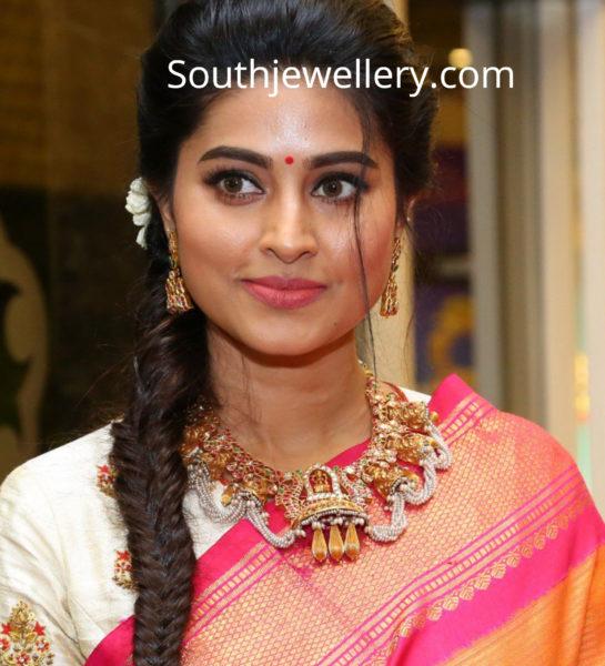 sneha prasanna gold necklace