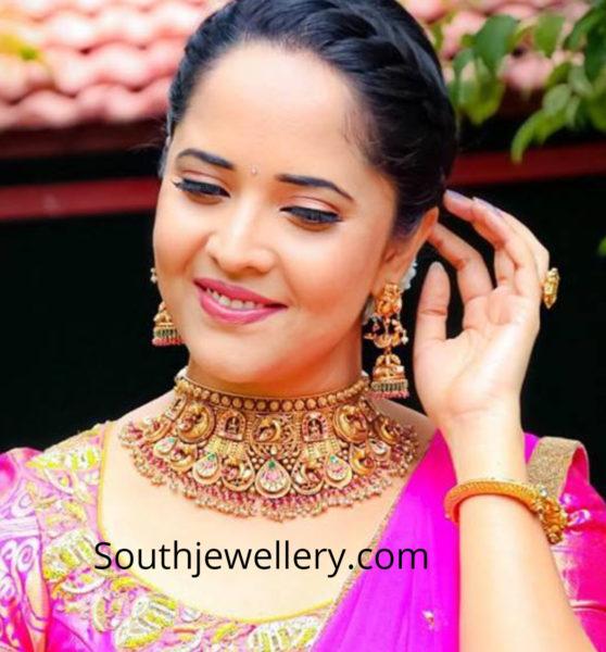 anchor anasuya gold jewelelry pellichoopulu show