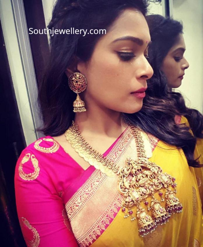 kiki vijay in temple jewellery