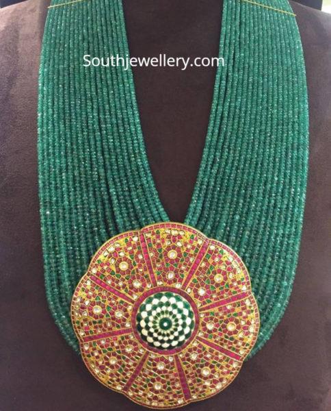 emerald mala with kundan pendant