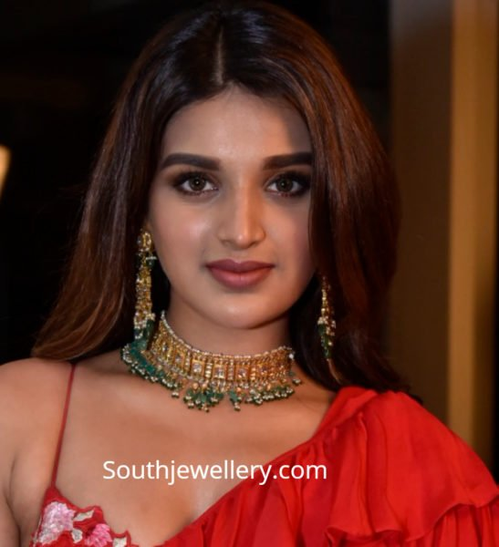 nidhii agerwal gold necklace