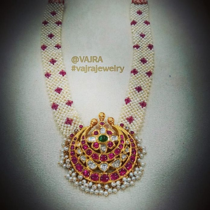 pearl necklace with kundan pendant