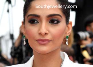 sonam kapoor diamond emerald necklace cannes