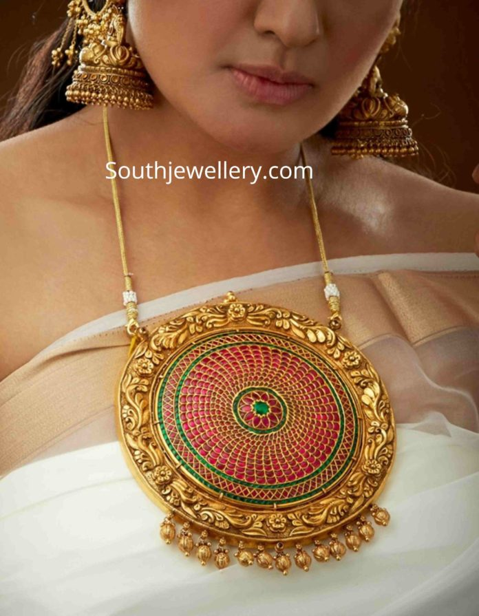 nakshi work billa pendant
