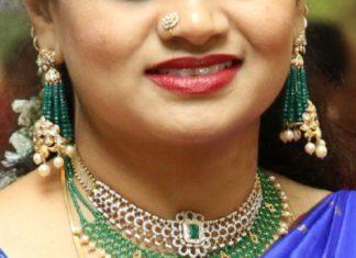 diamond choker and emerald beads necklace