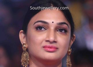 director surender reddy wife gold jewellery
