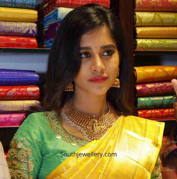 nabha natesh gold jewellery