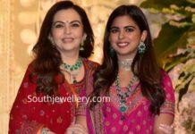 nita ambani and isha ambani in diamond jewellery at ganesh puja (1)