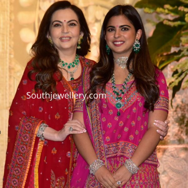 nita ambani and isha ambani in diamond jewellery at ganesh puja (1)
