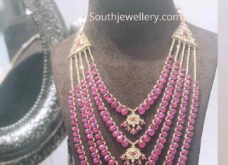 ruby beads satlada haar