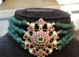 emerald beads choker with kundan pendant