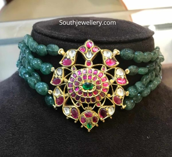 emerald beads choker with kundan pendant
