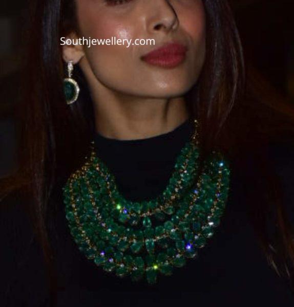 malaika arora khan in emerald jewellery (2)