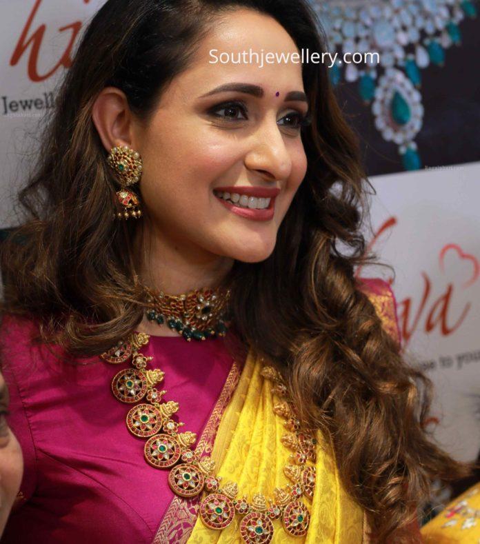 pragya jaiswal in hiya jewellery