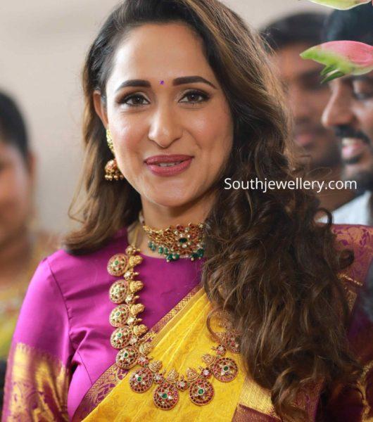 pragya jaiswal in kundan choker and bottu mala by hiya jewellery