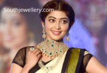 pranitha subhash diamond emerald jewellery (2)