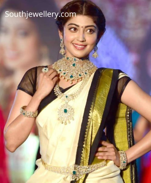 pranitha subhash diamond emerald jewellery (2)