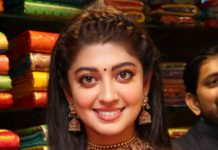 pranitha subhash in gold jewellery kalasha fine jewels