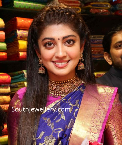 pranitha subhash in gold jewellery kalasha fine jewels