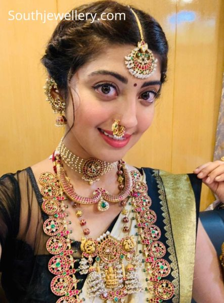 pranitha subhash traditional gold jewellery at jewels of india