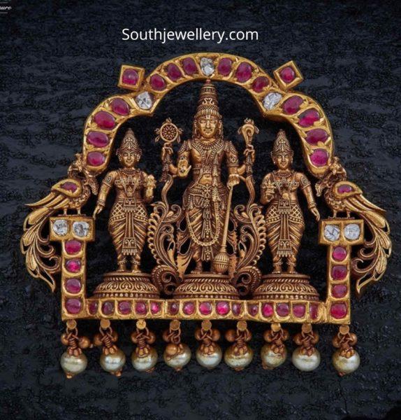 ram parivar gold pendant