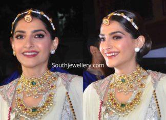 sonam kapoor kundan jewellery diwali party (1)