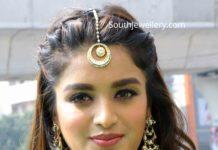 nidhhi agerwal in polki diamond choker set