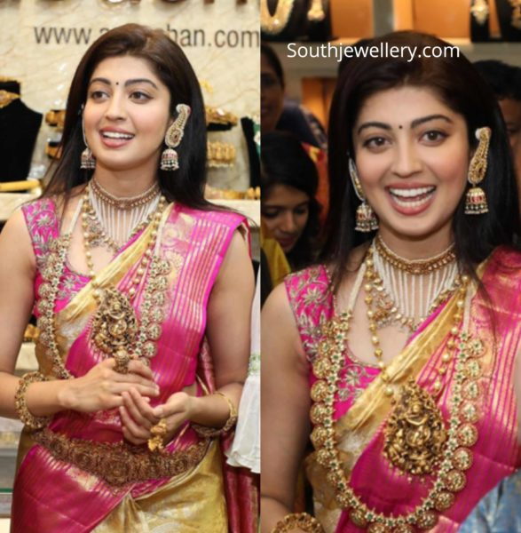 pranitha subahsh temple jewellery aabushan (1)