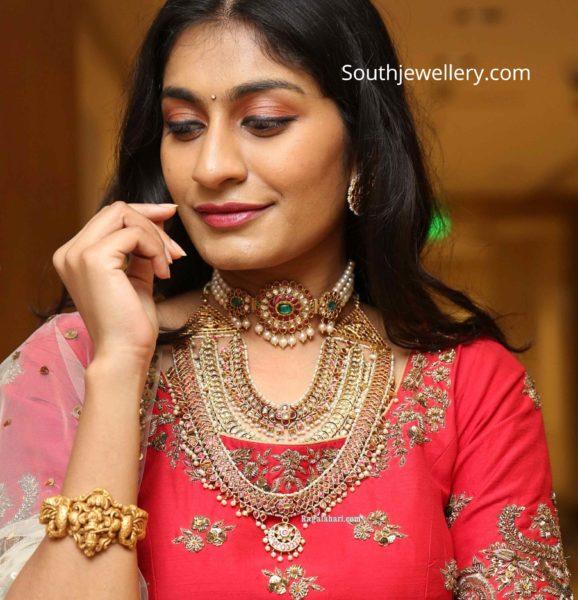 bhavana sirpa in gold jewellery (1)