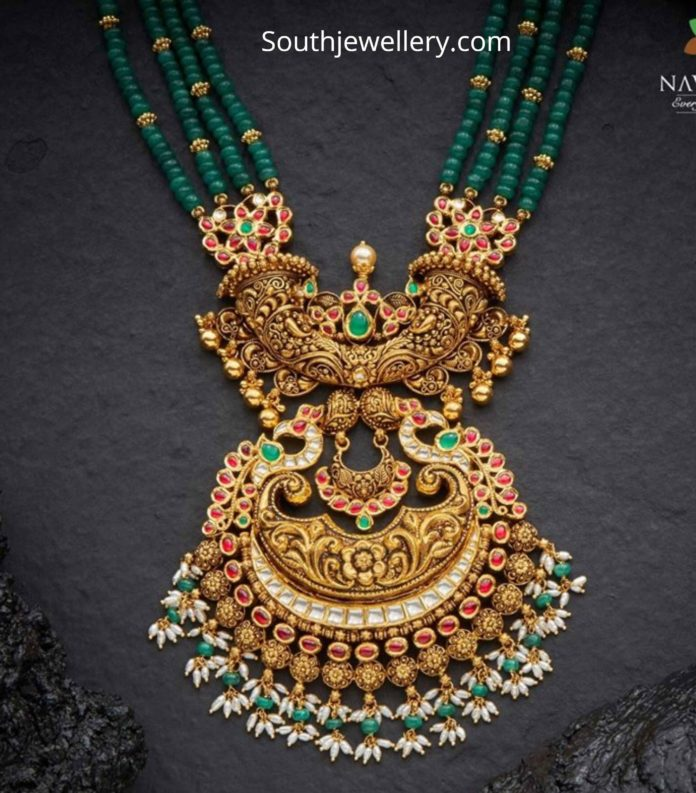 emerald beads necklace with antique gold nakshi pendant