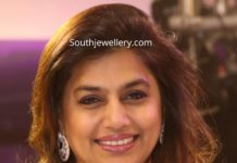 pinky reddy in floral diamond necklace and earrings