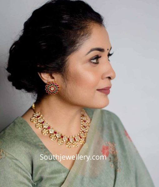 ramya krishna gold jewellery (1)