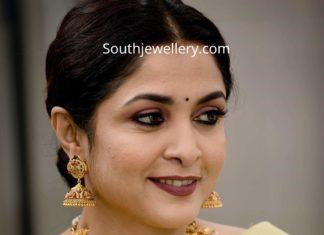 ramya krishnan in gold jewellery (2)