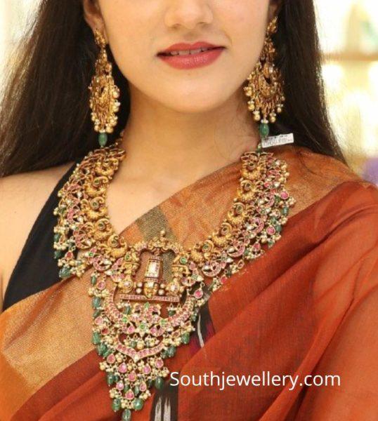 simran in temple jewellery