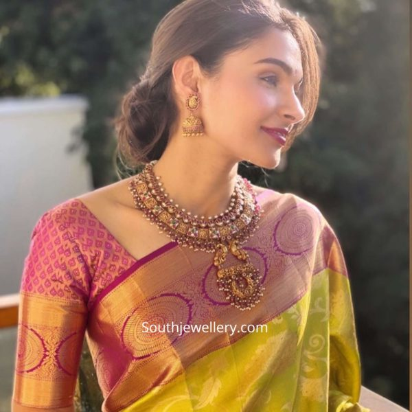 andrea jeremiah in temple jewellery (1)
