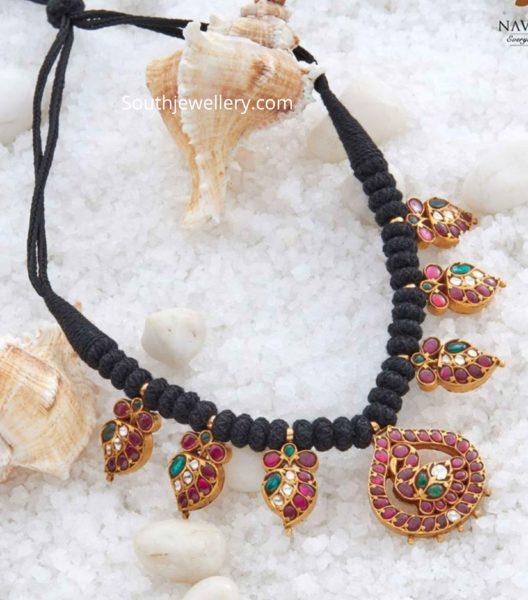 black dori necklace with kundan motifs